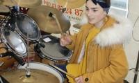 Carla à la batterie